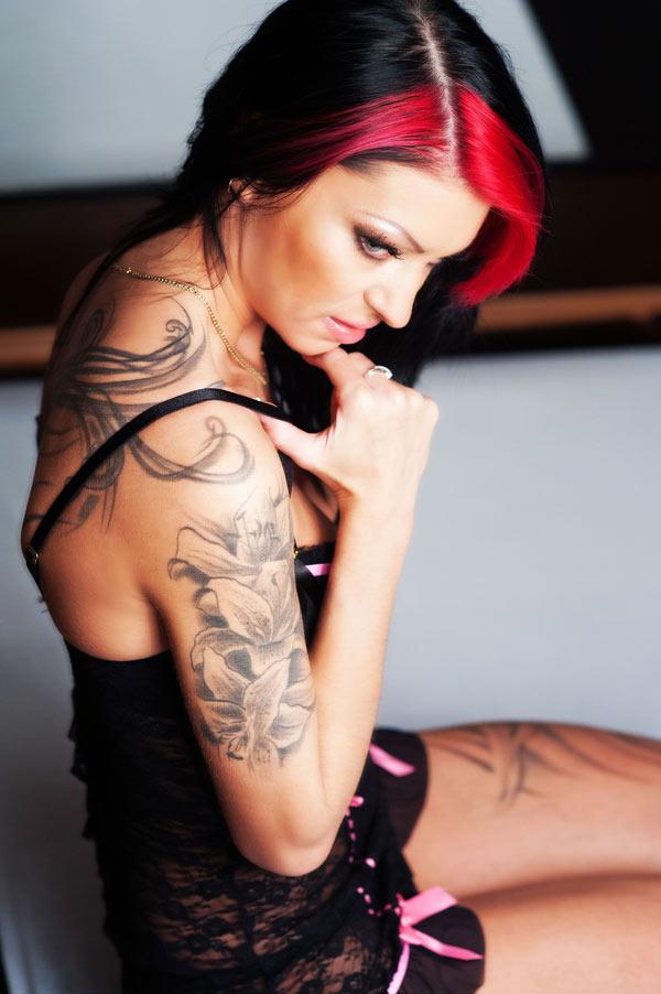 aletta-a-tetovalt-masszoz-erotikus-masszazsa-02