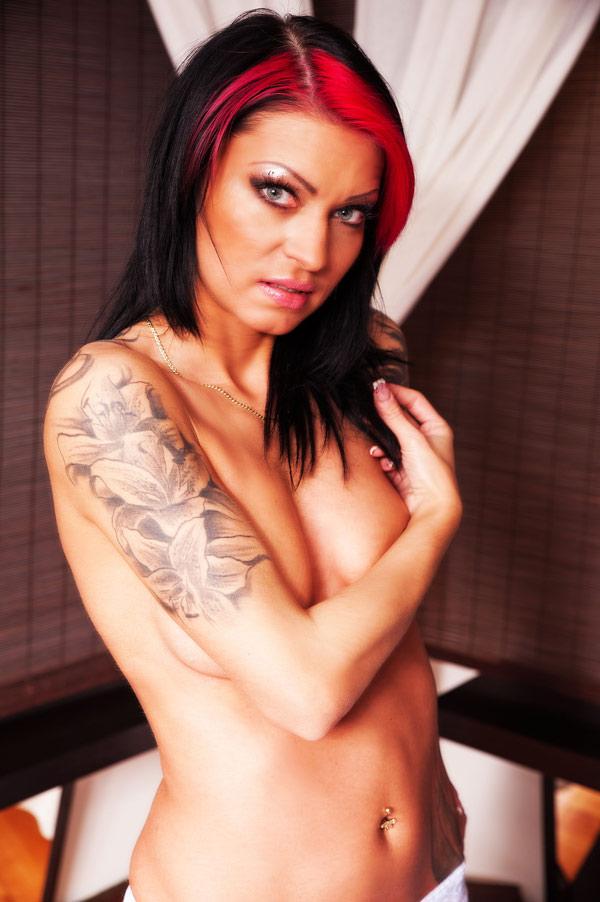 aletta-a-tetovalt-masszoz-erotikus-masszazsa-08